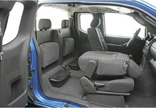 NISSAN Navara II pickup niebieski jasny wnętrze