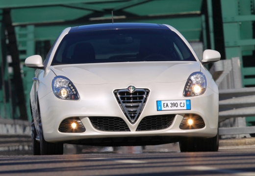 ALFA ROMEO Giulietta II hatchback biały przedni
