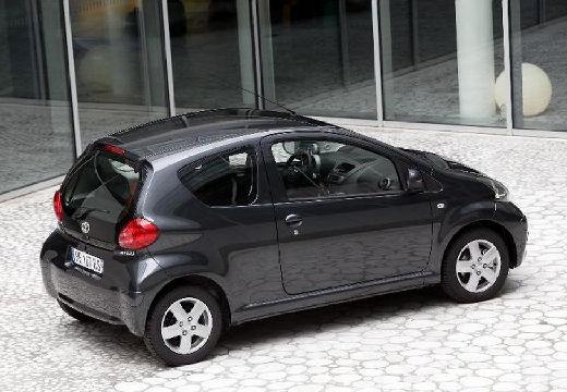 Toyota Aygo I hatchback czarny tylny prawy