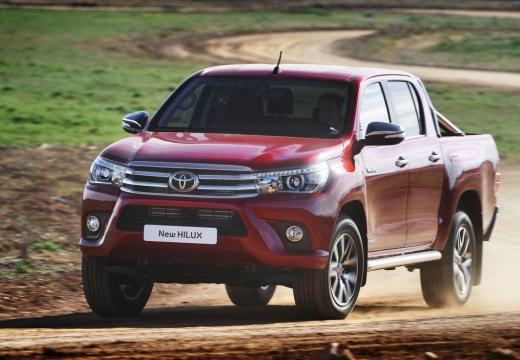 Toyota HiLux pickup czerwony jasny przedni lewy