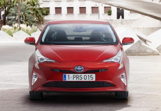 Toyota Prius hatchback czerwony jasny przedni