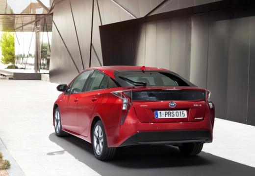 Toyota Prius hatchback czerwony jasny tylny lewy