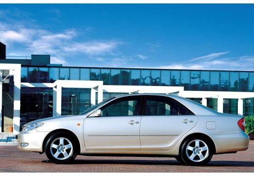 Toyota Camry sedan silver grey boczny lewy