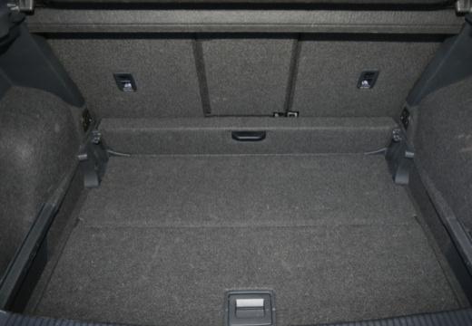 VOLKSWAGEN Golf VII Sportsvan I hatchback niebieski jasny przestrzeń załadunkowa
