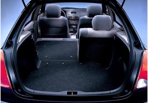 Toyota Corolla IV kombi czarny przestrzeń załadunkowa
