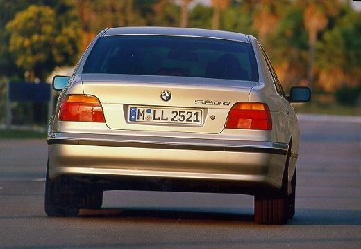 BMW Seria 5 E39 sedan silver grey tylny