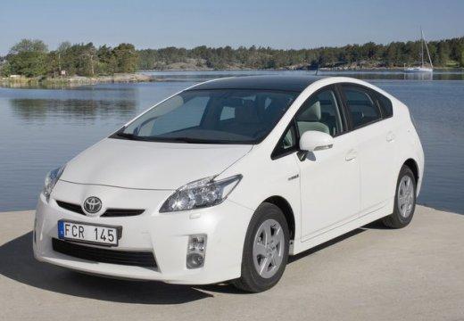 Toyota Prius II hatchback biały przedni lewy