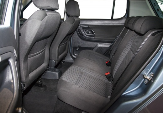 SKODA Fabia II II hatchback wnętrze