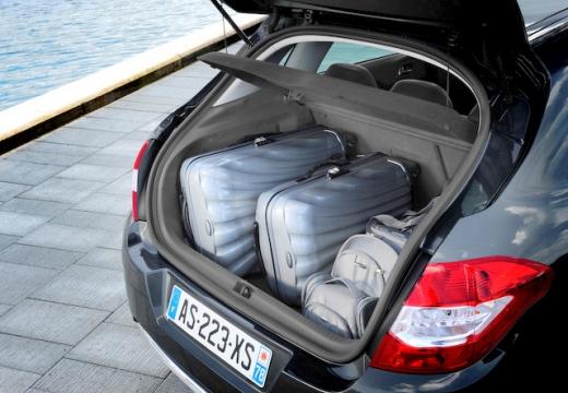 CITROEN C4 III hatchback przestrzeń załadunkowa