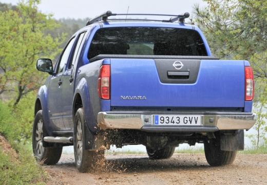 NISSAN Navara III pickup niebieski jasny tylny lewy