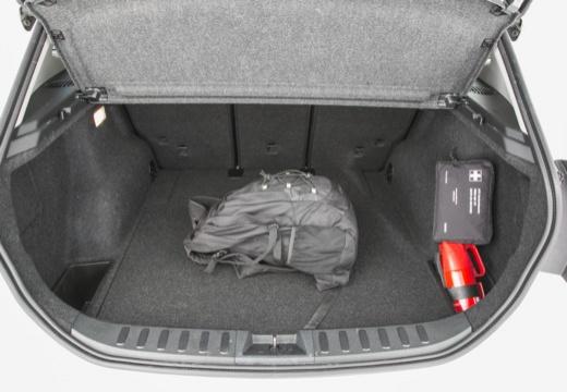 BMW X1 X 1 E84 II kombi biały przestrzeń załadunkowa
