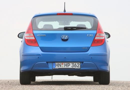HYUNDAI i30 II hatchback niebieski jasny tylny