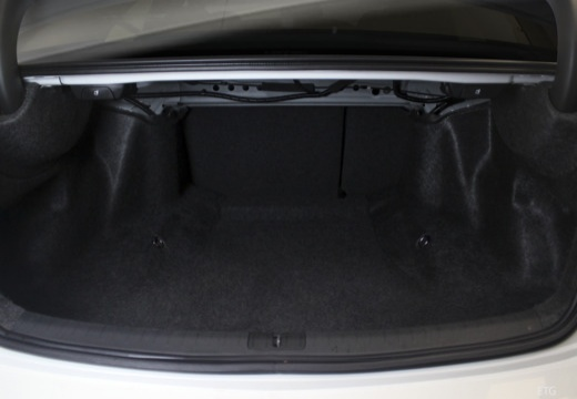 HONDA Accord VIII sedan biały przestrzeń załadunkowa