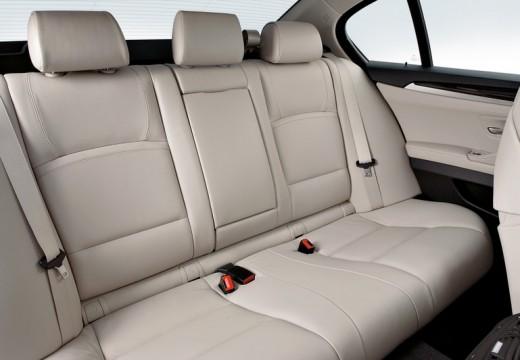 BMW Seria 5 F10 I sedan wnętrze