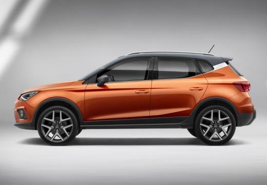 SEAT Arona hatchback pomarańczowy boczny lewy