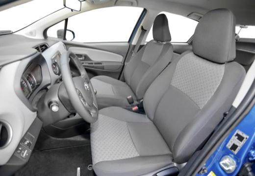 Toyota Yaris VI hatchback niebieski jasny wnętrze