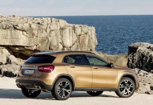 MERCEDES-BENZ Klasa GLA GLA 156 hatchback brązowy tylny prawy