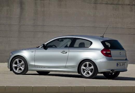BMW Seria 1 E81 hatchback silver grey tylny lewy
