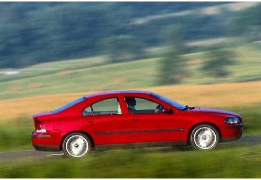VOLVO S60 I sedan czerwony jasny boczny prawy