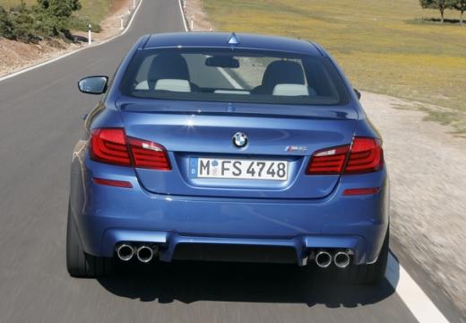 BMW Seria 5 F10 I sedan niebieski jasny tylny