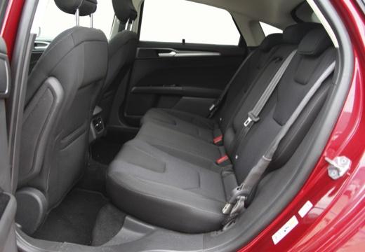 FORD Mondeo VIII hatchback wnętrze