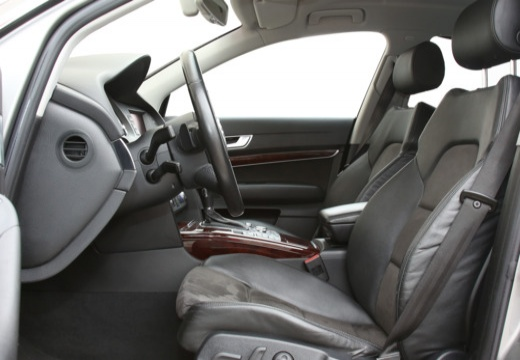 AUDI A6 4F I sedan wnętrze