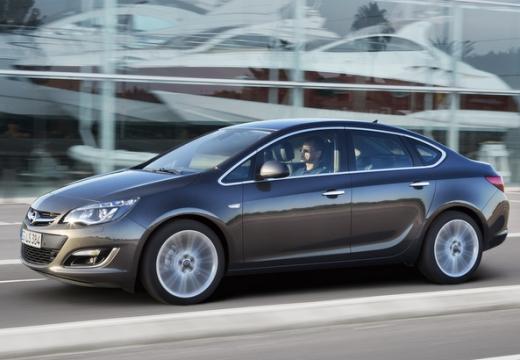 OPEL Astra sedan silver grey przedni lewy