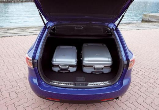 MAZDA 6 Sport III kombi niebieski jasny przestrzeń załadunkowa
