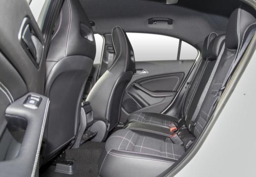 MERCEDES-BENZ Klasa A W 176 hatchback wnętrze