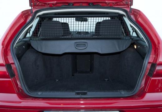 ALFA ROMEO 156 Sportwagon II kombi czerwony jasny przestrzeń załadunkowa