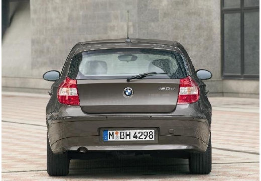 BMW Seria 1 hatchback brązowy tylny