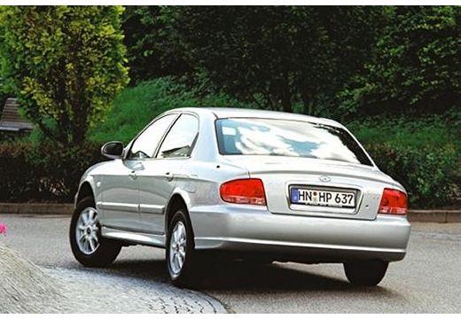 HYUNDAI Sonata sedan silver grey tylny lewy