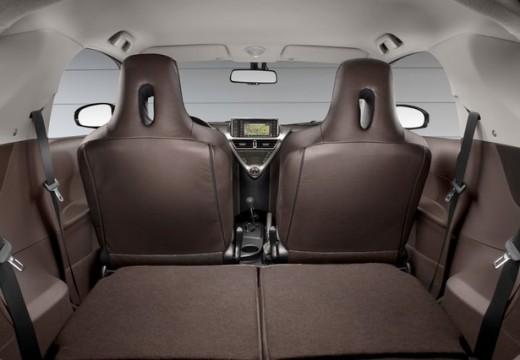 Toyota iQ I hatchback wnętrze