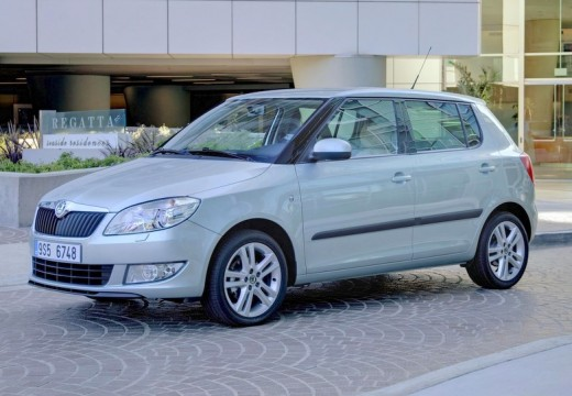 SKODA Fabia II II hatchback zielony jasny przedni lewy