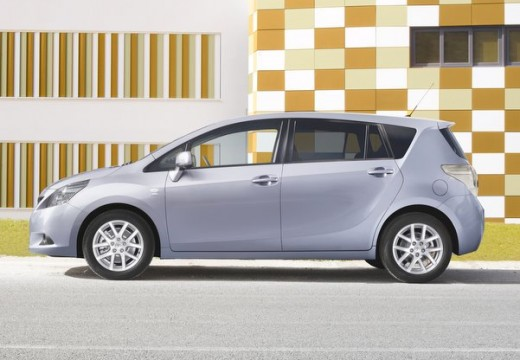 Toyota Verso kombi mpv silver grey boczny lewy