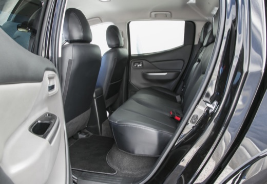 MITSUBISHI L 200 IV pickup czarny wnętrze