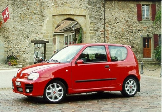FIAT 600 hatchback czerwony jasny przedni lewy