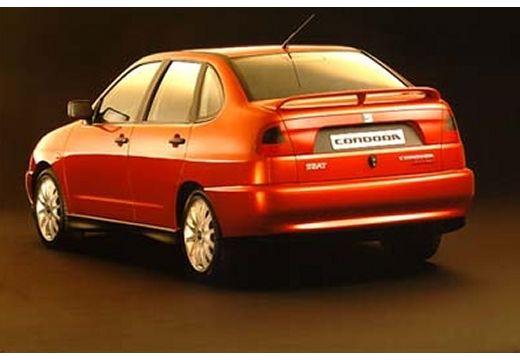 SEAT Cordoba I sedan czerwony jasny tylny lewy