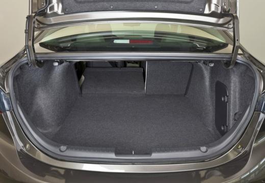 MAZDA 3 V sedan przestrzeń załadunkowa