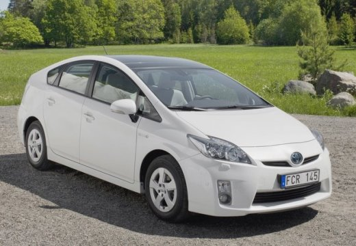Toyota Prius hatchback biały przedni prawy