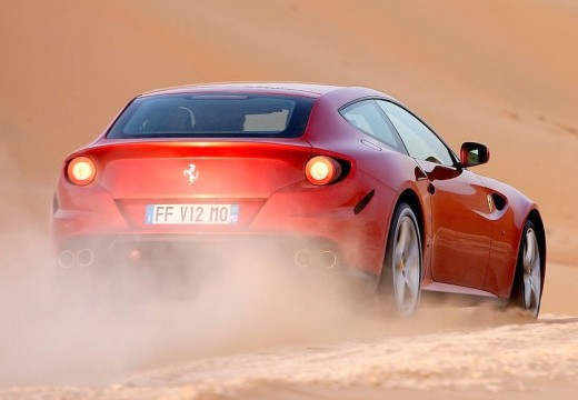 FERRARI FF coupe czerwony jasny tylny prawy