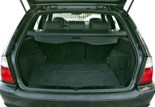 BMW Seria 3 Touring E46/3 kombi czarny przestrzeń załadunkowa