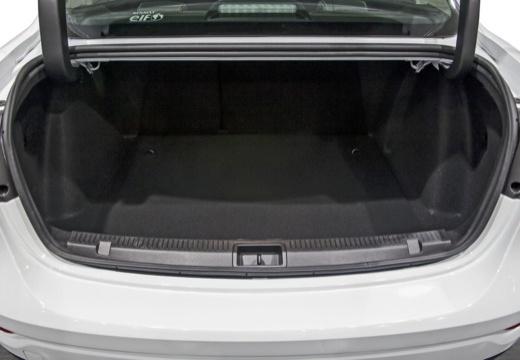 RENAULT Fluence II sedan przestrzeń załadunkowa