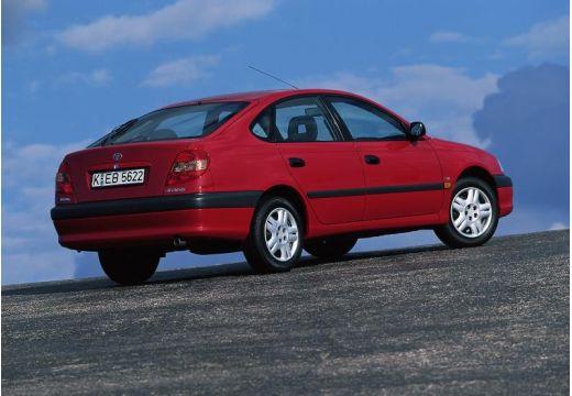 Toyota Avensis hatchback czerwony jasny tylny prawy
