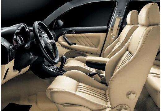 ALFA ROMEO 147 II hatchback wnętrze