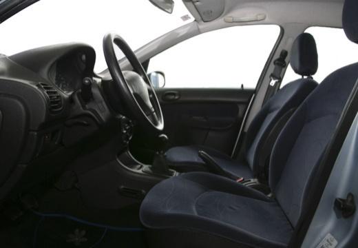 PEUGEOT 206 II hatchback wnętrze