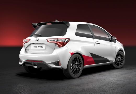 Toyota Yaris hatchback biały tylny prawy