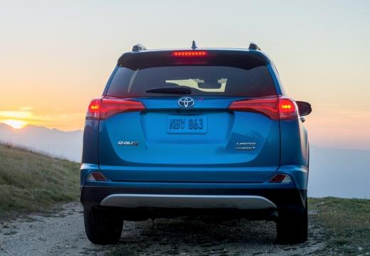Toyota RAV4 VII kombi niebieski jasny tylny