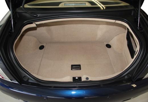 MASERATI Quattroporte II sedan niebieski jasny przestrzeń załadunkowa