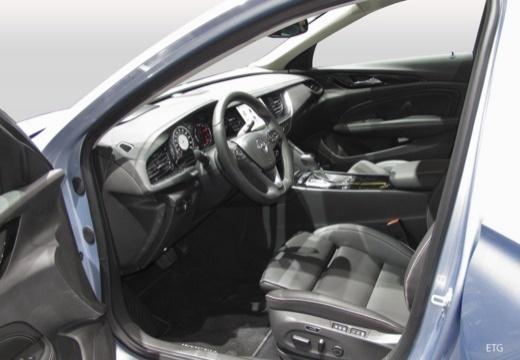 OPEL Insignia Grand Sport hatchback wnętrze